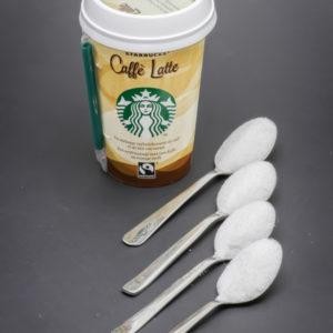 1 Caffé Latte Starbucks de 22cl contient 4 cuil. à café de sucre
