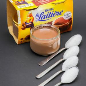 1 petit pot de crème au chocolat La Laituère contient 3,6 cuil. à café de sucre