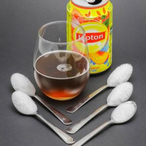 1 canette de 25cl de RedBull contient de 5,5 cuil. à café de sucre