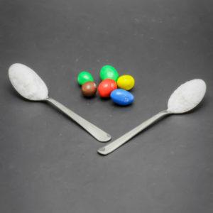 6 M&M's peanut (environ 18g) contiennent 1,9 cuil. à café de sucre