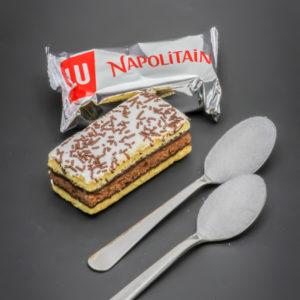 1 Napolitain l'original contient 2 cuil. à café de sucre soit 10g