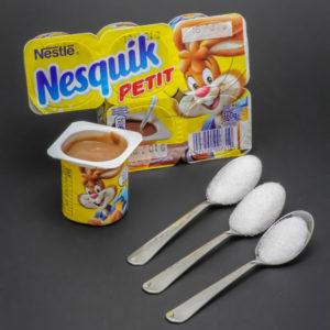 1 petit Nesquik contient près de 2,7 cuil. à café de sucre
