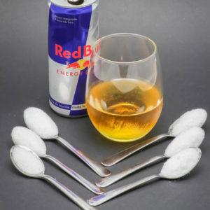1 canette de 250ml de RedBull contient de 5,5 cuil. à café de sucre