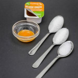 1 petit pot de sauce chinoise McDonald's contient de 2,2 cuil. à café de sucre
