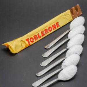 1 Toblorone de 50g contient de 6 cuil. à café de sucre