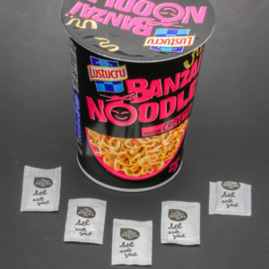 1 Banzaï Noodle saveur crevette de Lustucru contient 4,75 dosettes de sel soit 3,8g