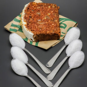 1 tranche de carrot cake Starbucks contient 5,9 cuil. à café de sucre soit 29,7g