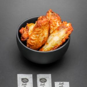 5 chicken wings de Quick contiennent 2,6 dosettes de sel soit 2,1g