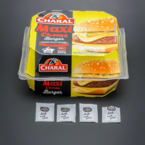 1 maxi cheese burger Charal contient 3,8 dosettes de sel soit 3,04g