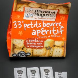 1 sachet de petits beurre apéritif Michel et Augustin contient 3,6 dosettes de sel soit 2,9g