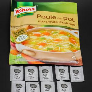 1 sachet de Poule au Pot Knorr contient 9 dosettes de sel (2,25 par portion de 25cl) soit 7,2g