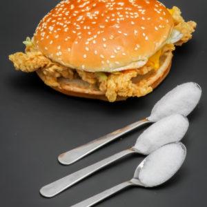 1 Double Krunch BBQ KFC contient 2,4 cuil. à café de sucre soit 12g