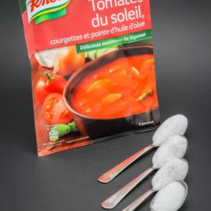 1 sachet de soupe tomates du soleil Knorr contient 3,4 cuil. à café de sucre soit 17g