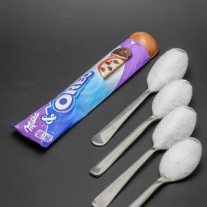 1 barre Milka & Oreo contient 3,6 cuil. à café de sucre soit 18g