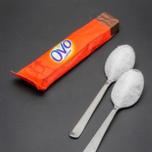 1 barre OvoMaltine contient 2 cuil. à café de sucre soit 10g