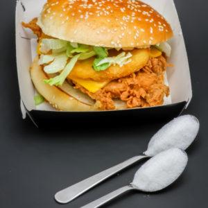 1 sandwich Tower Original KFC contient 2 cuil. à café de sucre soit 10g