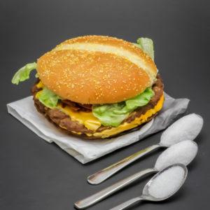 1 Double Steakhouse Burger King contient 2,3 cuil. à café de sucre soit 11,6g