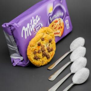 2 biscuits Milka Sensations contiennent 4 cuil. à café de sucre soit 20g
