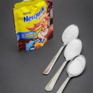 1 gourde Nesquik Go! de Nestlé contient 2,16 cuil. à café de sucre soit 10,8g