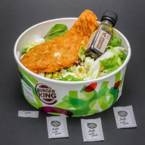 1 salade green chicken de Burger King contient 3,2 dosettes de sel soit 2,55g