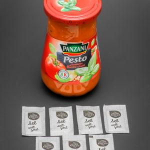 1 pot de pesto tomates basilic de Panzani contient 7 dosettes de sel soit 5,6g