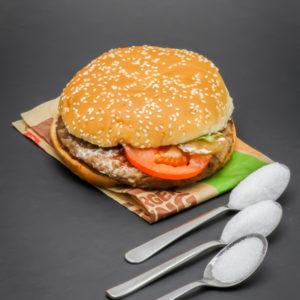 1 Whopper de Burger King contient 2,3 cuil. à café de sucre soit 11,5g