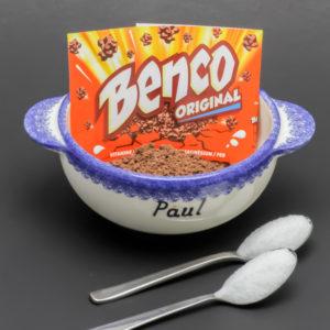 12,8g de Benco contiennent 2 cuil. à café de sucre soit 10g (78%)