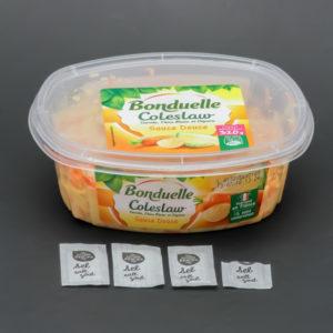 1 barquette de 320g de coleslaw Bonduelle contient 3,6 dosettes de sel soit 2,9g