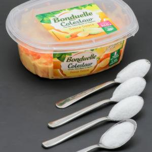 1 barquette de 320g de coleslaw Bonduelle contient 3,2 cuil. à café de sucre soit 16g