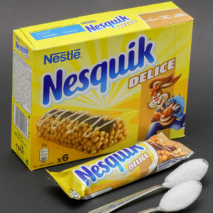 1 barre Nesquik Delice de Nestlé contient 1,5 cuil. à café de sucre soit 7,7g