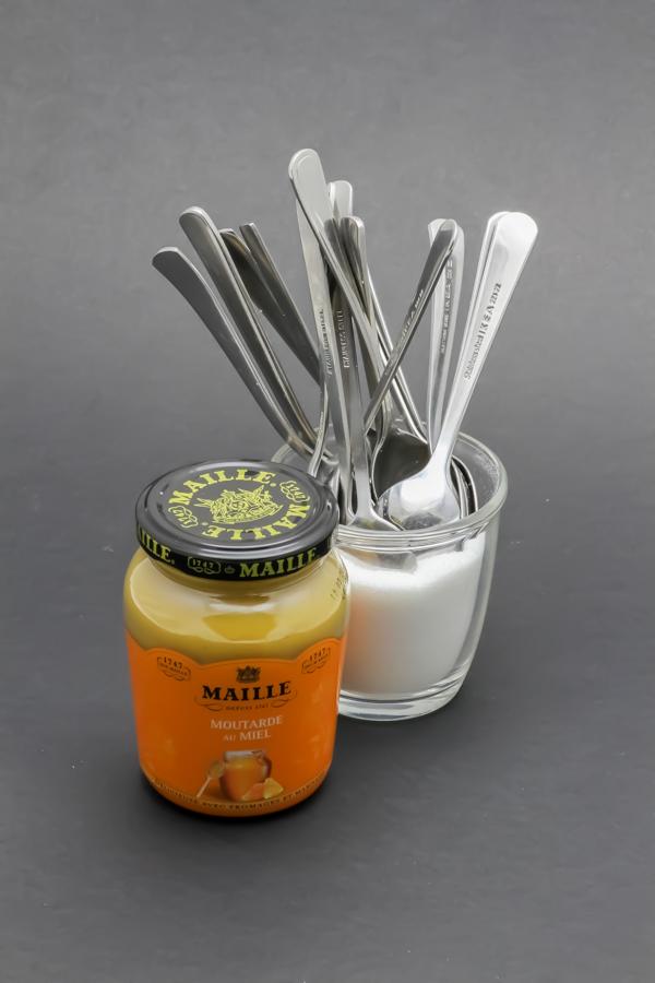 1 pot de 230g de moutarde au miel Maille contient 15,6 cuil. à café de sucre soit 78,2g