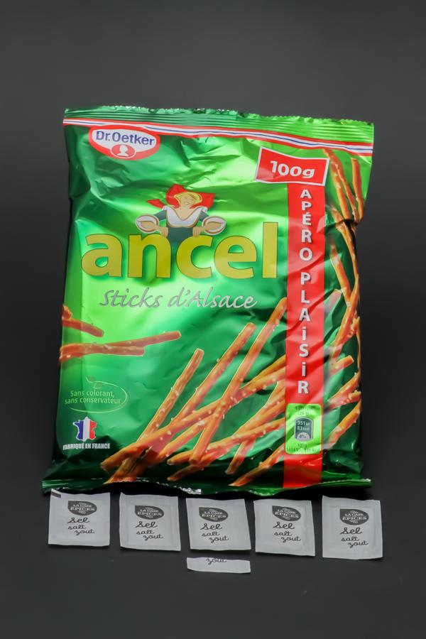 1 sachet de 100g de sticks d'Alsace Ancel Dr. Oetker contient 5,1 dosettes de sel soit 4,1g