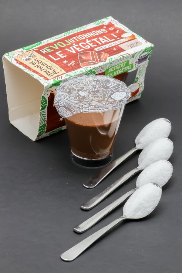 1 mousse chocolat noir Le Végétal Michel et Augustin contient 3,9 cuil. à café de sucre soit 19,6g
